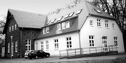 Denkmalgeschütze Immobilie am Zirker-See. Ehemaliges Wäschehaus umgestaltet in eine Anlage für betreutes Wohnen mit Erweiterung für Neubauwohnungen über einen vorhabenbezogenen Bebauungsplan umgesetzt